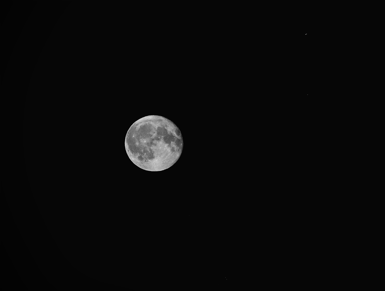 bw-moon-02