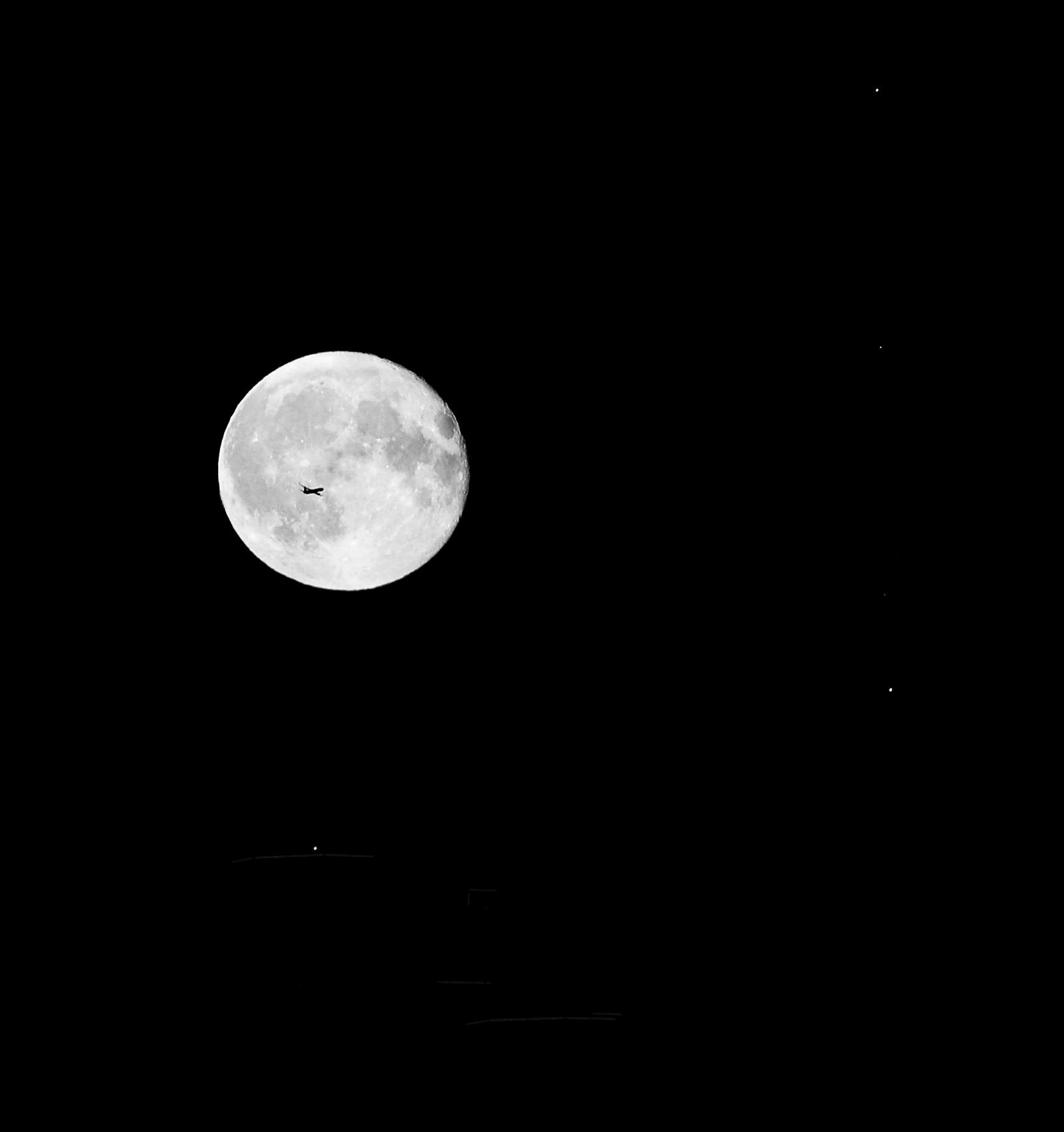 bw-moon-04